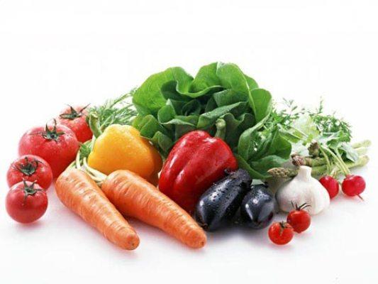 Khi đói ăn cà chua dễ có phản ứng hóa học với axit dạ dày